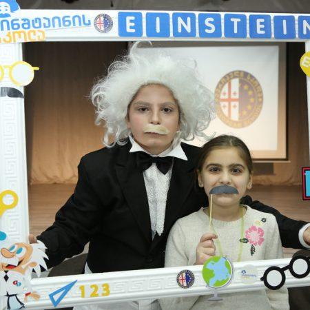 აინშტაინელები გახსნის ღონისძიებაზე
