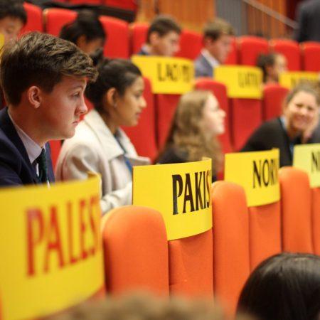 კანტის დელეგატები ჰააგაში, გაეროს კონფერენციის მოდელირებაზე